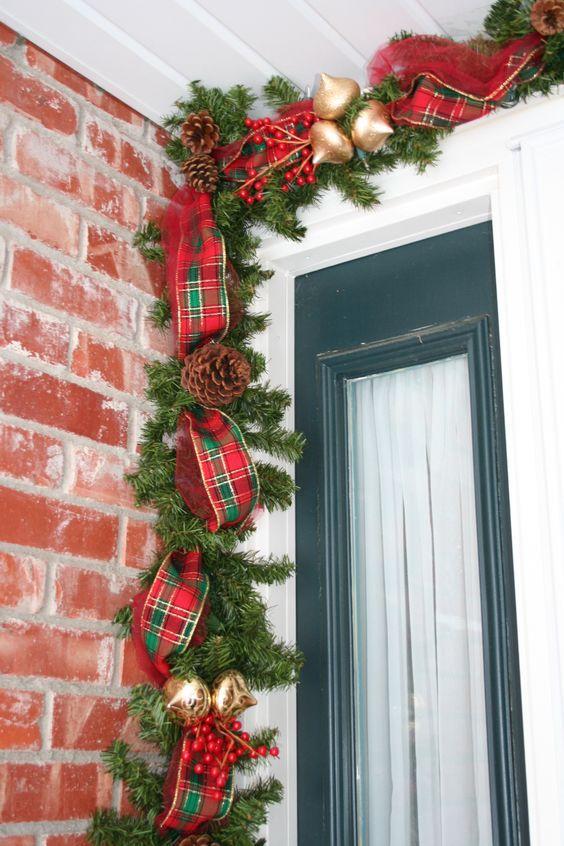 Decoraciones navide as para la puerta de tu casa navidad for Guirnaldas para puertas navidenas