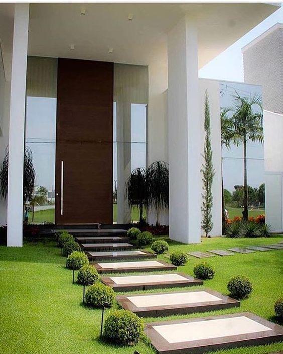 Dise o de jardines para casas conoce las tendencias 2018 for Casas modernas con puertas antiguas