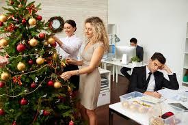 Más de 20 ideas de Árboles Navideños para tu Oficina (22)