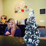 Más de 20 ideas de Árboles Navideños para tu Oficina (29)