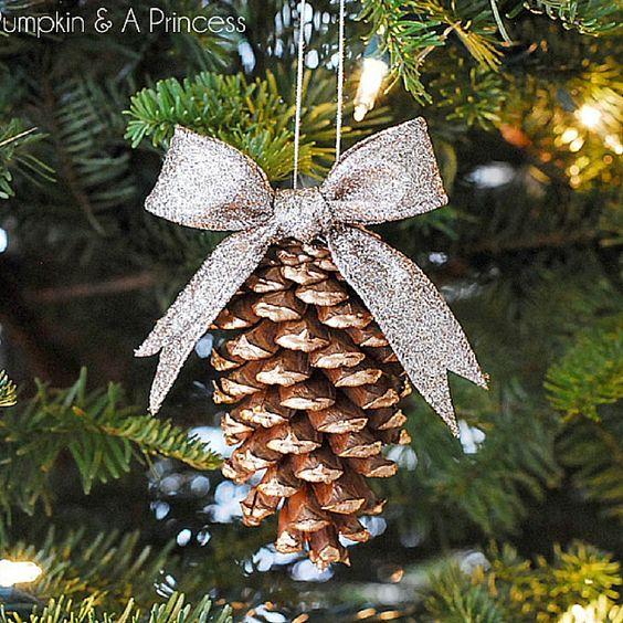 Adornos navide os con pi as para el pino navide o como - Adornos navidenos ninos ...