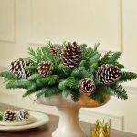 Centros de mesa navideños con piñas secas