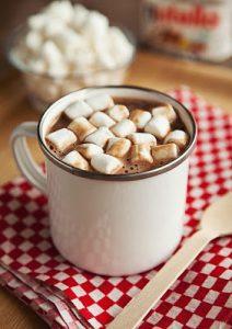 ingredientes para el chocolate caliente de nutella para el invierno
