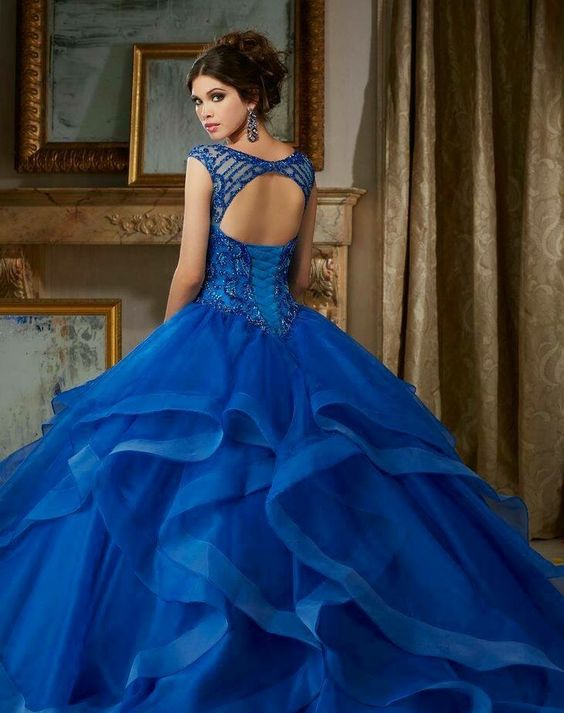 Blue dresses fifteen years King (2)