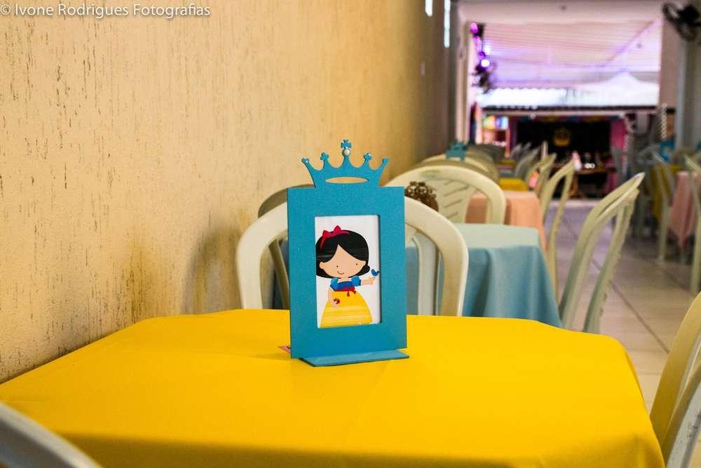 centros de mesa sencillos para fiesta de nina princesas