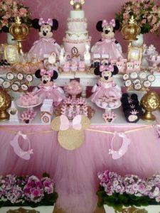 como decorar una fiesta de minnie rosa