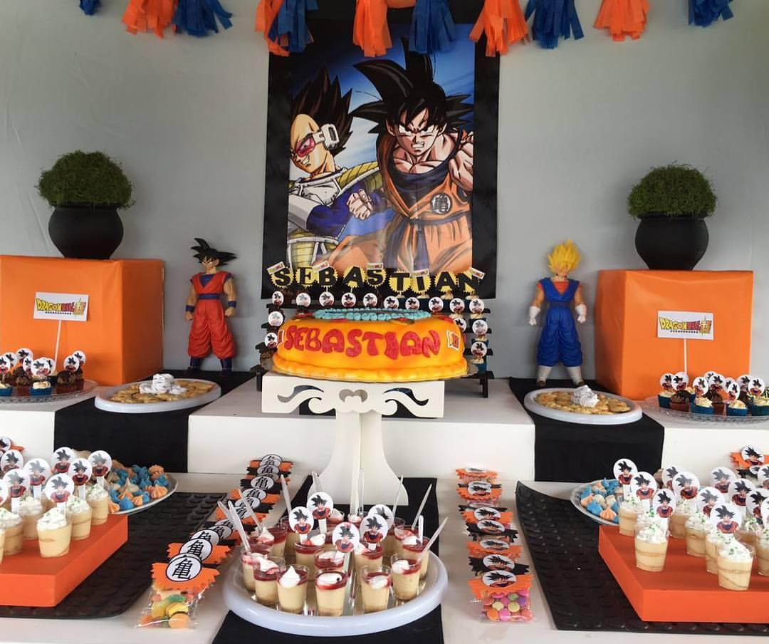 como decorar una mea de postres para fiesta infantil de goku (5)