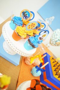 cup cake o bollos para una fiesta de goku (2)