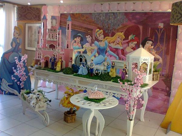 decoracion moderna de fiesta infantil princesas disney (3)