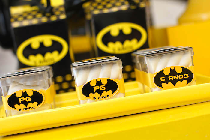 detalles para una mesa de dulces con tema de batman (12)