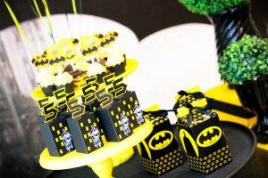 detalles para una mesa de dulces con tema de batman (13)