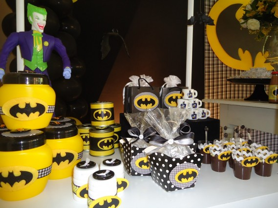 detalles para una mesa de dulces con tema de batman (2)