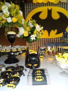 detalles para una mesa de dulces con tema de batman