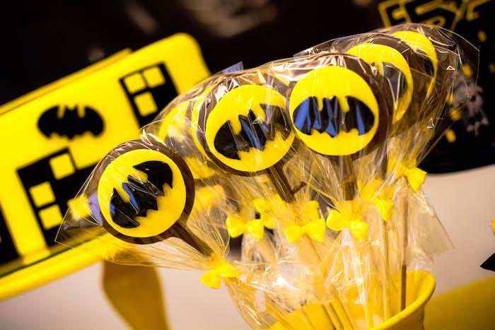 detalles para una mesa de dulces con tema de batman (8)