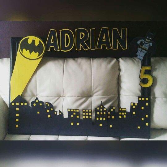 marco de fotos decorado con batman (4)
