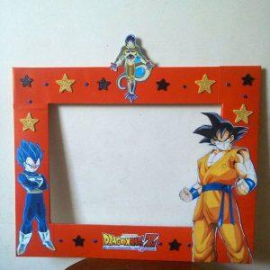 marco de fotos decorado para una fiesta de goku (2)