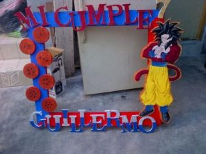 marco de fotos decorado para una fiesta de goku (3)