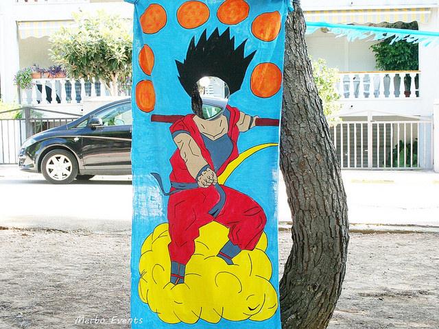 marco de fotos decorado para una fiesta de goku