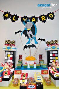 mesa de dulces para fiesta de batman (5)