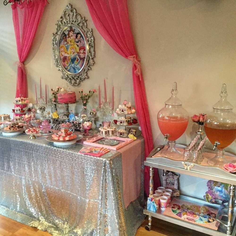 mesa de postres para fiesta infatil de princesas