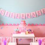 mesa principal decorada con princesas