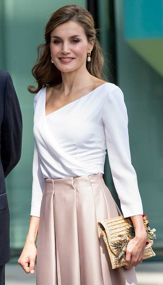 c415549e9 ... (2) outfit con falda para mujeres de 40 anos o mas (3)
