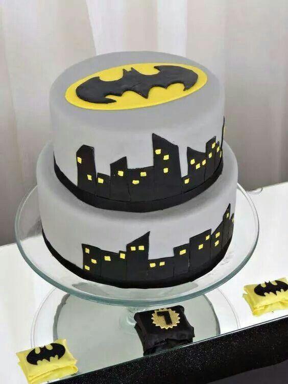 pastel de 2 pisos de batman