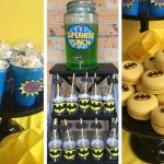 postres y bocadillos para una mesa de dulces fiesta batman