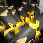 postres y bocadillos para una mesa de dulces fiesta batman (2)