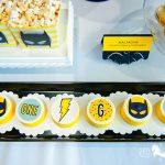 postres y bocadillos para una mesa de dulces fiesta batman (8)