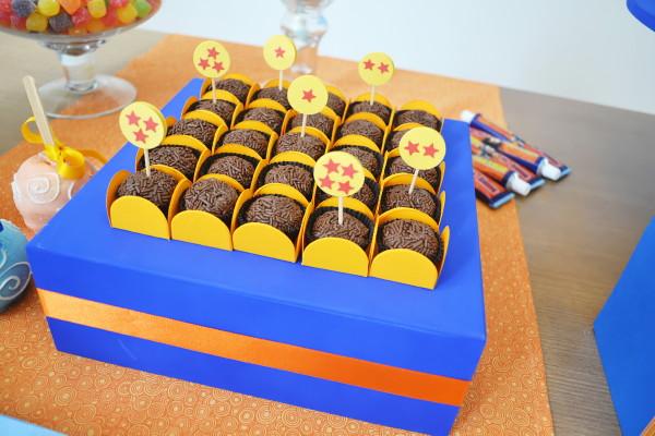 postres y bocadillos para una mesa de dulces para fiesta de goku (3)