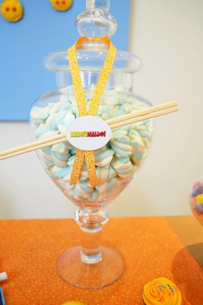 postres y bocadillos para una mesa de dulces para fiesta de goku (4)