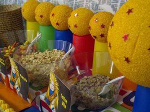 postres y bocadillos para una mesa de dulces para fiesta de goku (7)