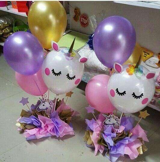 centro de mesa con globos de unicornio