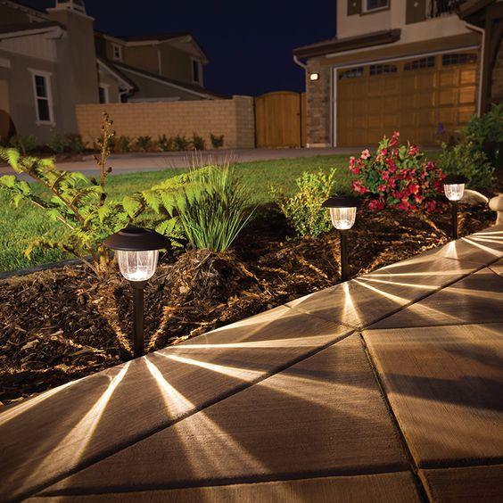 Iluminacion de casas exterior decoracion de interiores fachadas para casas como organizar la casa - Iluminacion jardines pequenos ...