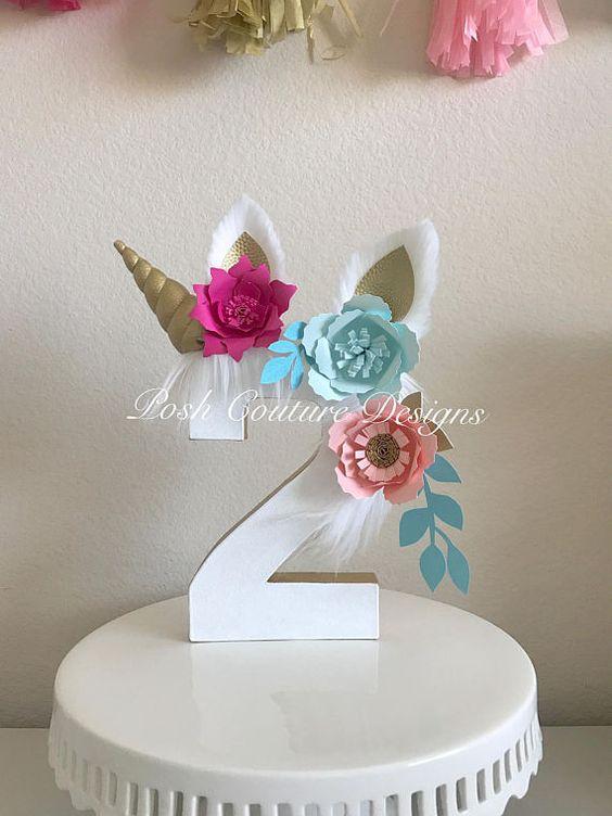 numero dos decorado con unicornio