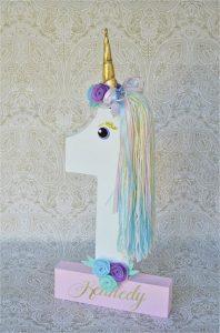 numero uno decorado con unicornio