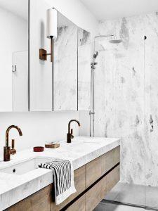 piso blanco con textura para banos 3