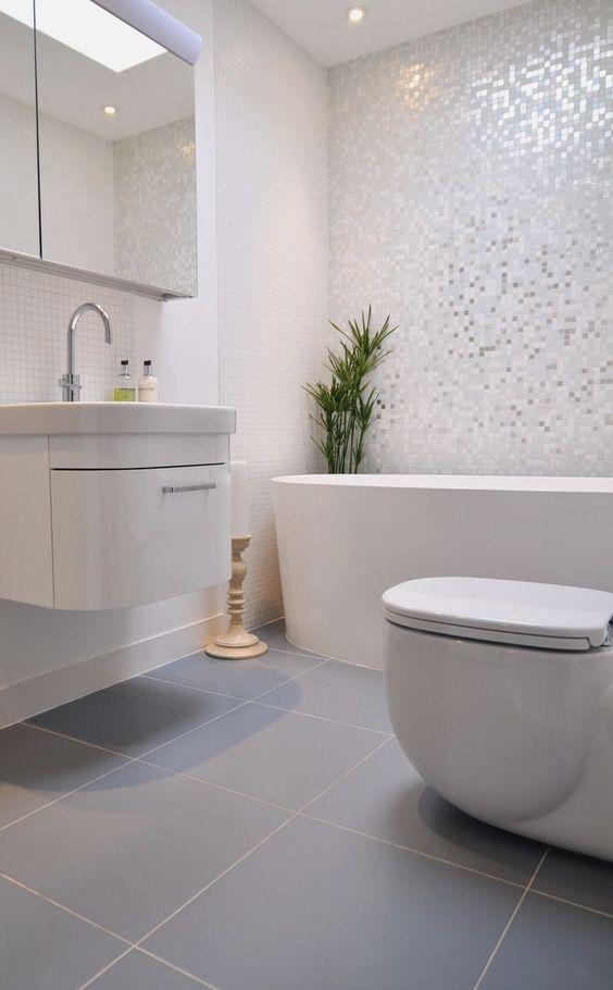 piso blanco con textura para banos 4
