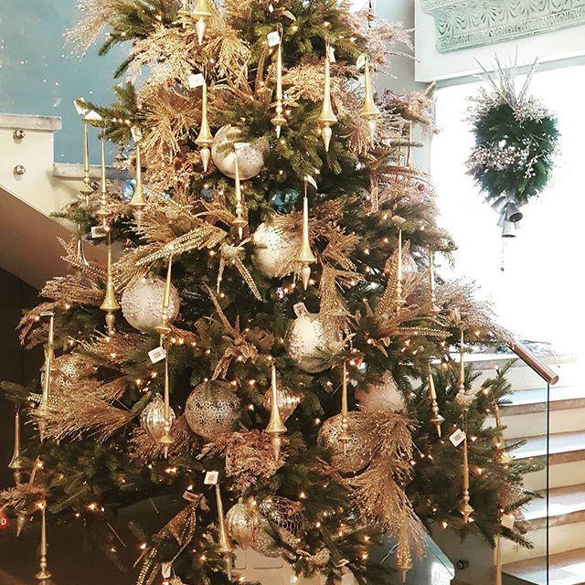 arreglo navideno en salones color dorado 2018 2