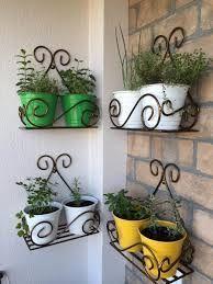Repisas metálicas para plantas