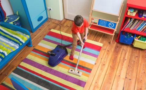 Maneras prácticas de hacer que los niños limpien su habitacion