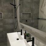 griferia sobre repisas para ducha