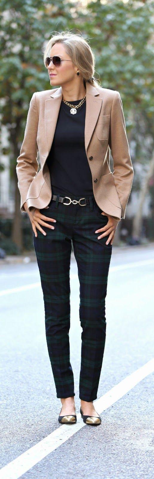 moda de oficina para mujeres maduras con falda traje