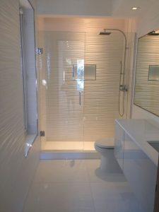 Diseños para baños pequeños con cristal5