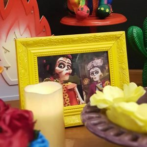 adornos para decorar una fiesta tematica de coco pixar