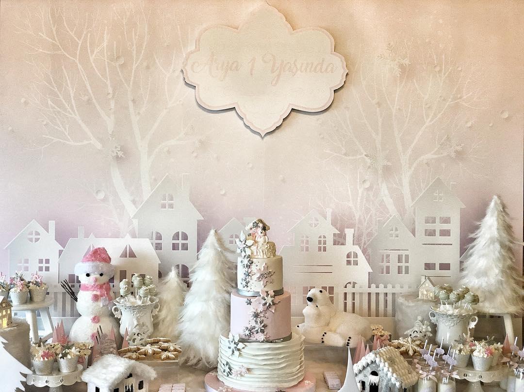 Cómo decorar mesas de postres navideñas