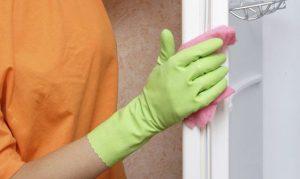 como limpiar las purtas del refrigerador