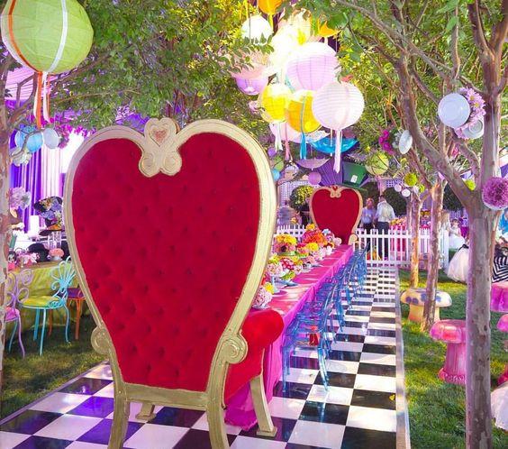 Fiesta de 15 años inspirada en Alicia en el país de la maravilla
