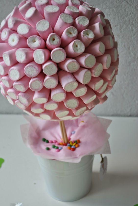Centros de mesa de bombones para baby shower de niña